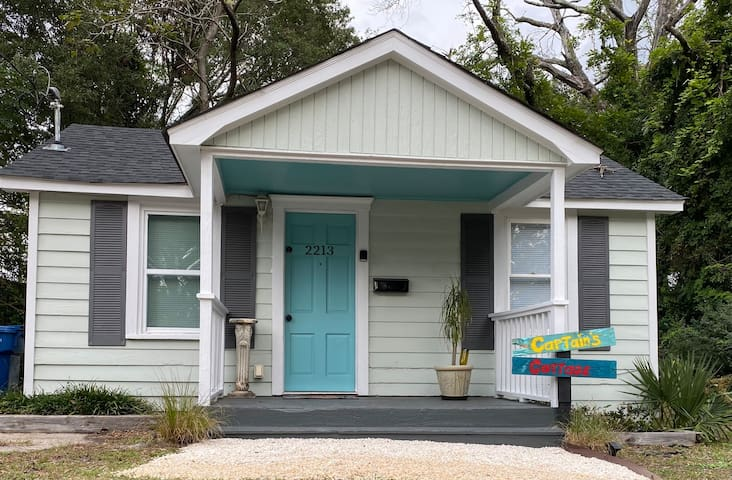 Captain's Cottage - Close To Beaches & Downtown!
