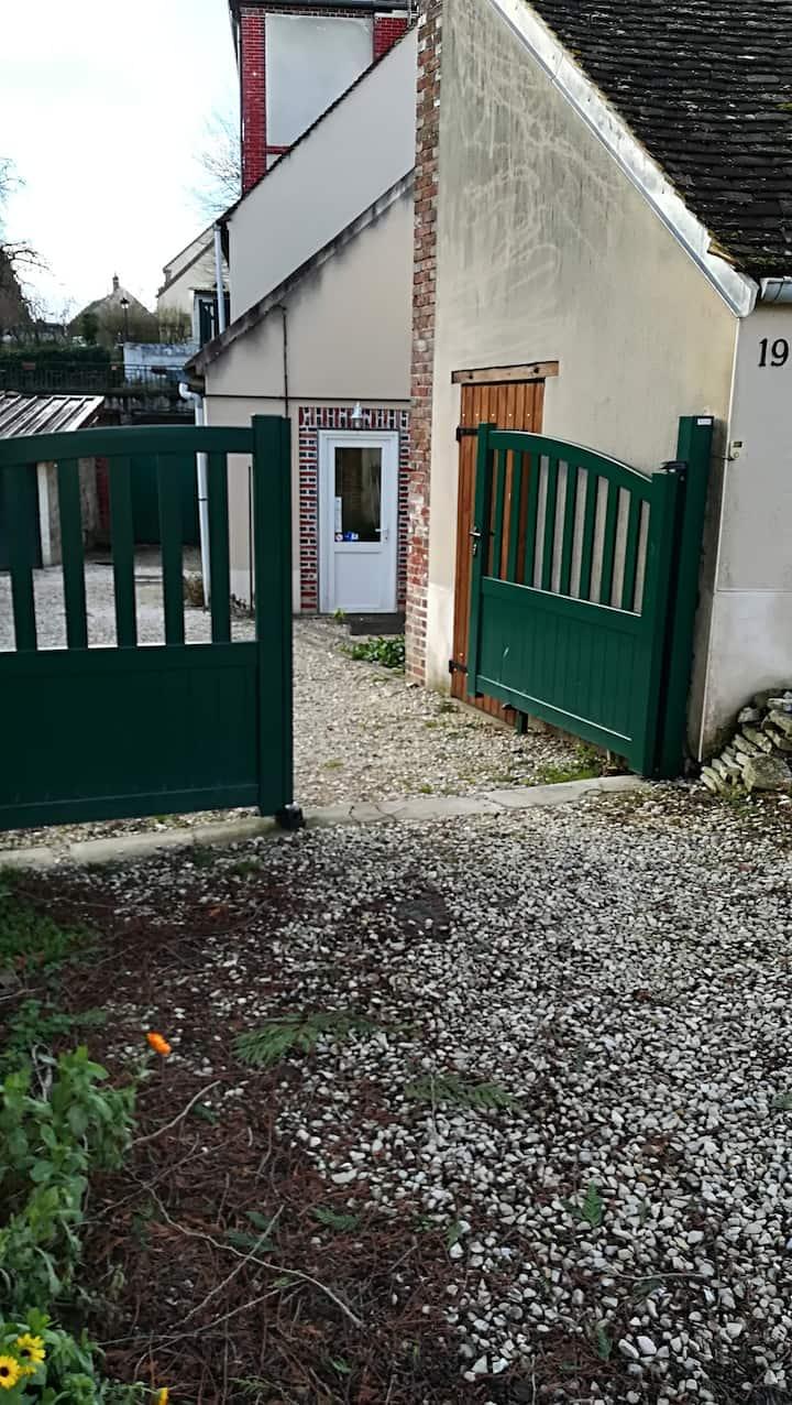 Maison de Bourgogne 130km au sud de Paris, SNCF