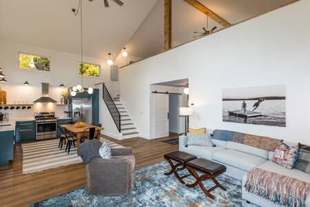 Modern Berkshires Cottage ❤ Gas Stove, Deck & W/D