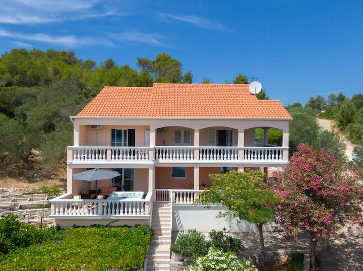 Holiday Home Diana - Four Bedroom House with Terrace and Sea View
