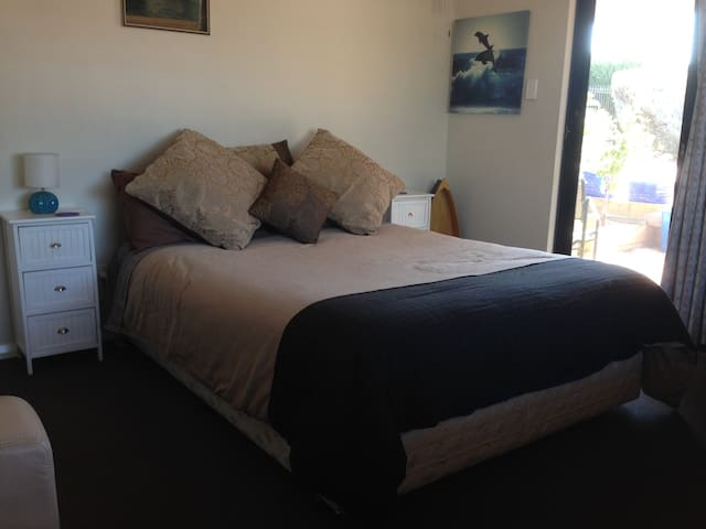 Purple Frog Room - (Motel Style) - West Busselton - Apartment