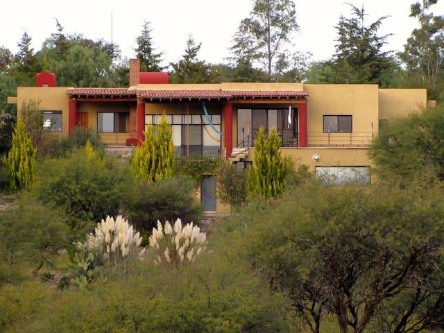 Rancho Patmos: Modern, luxurious refuge - Сан-Мигель-де-Альенде - Дом