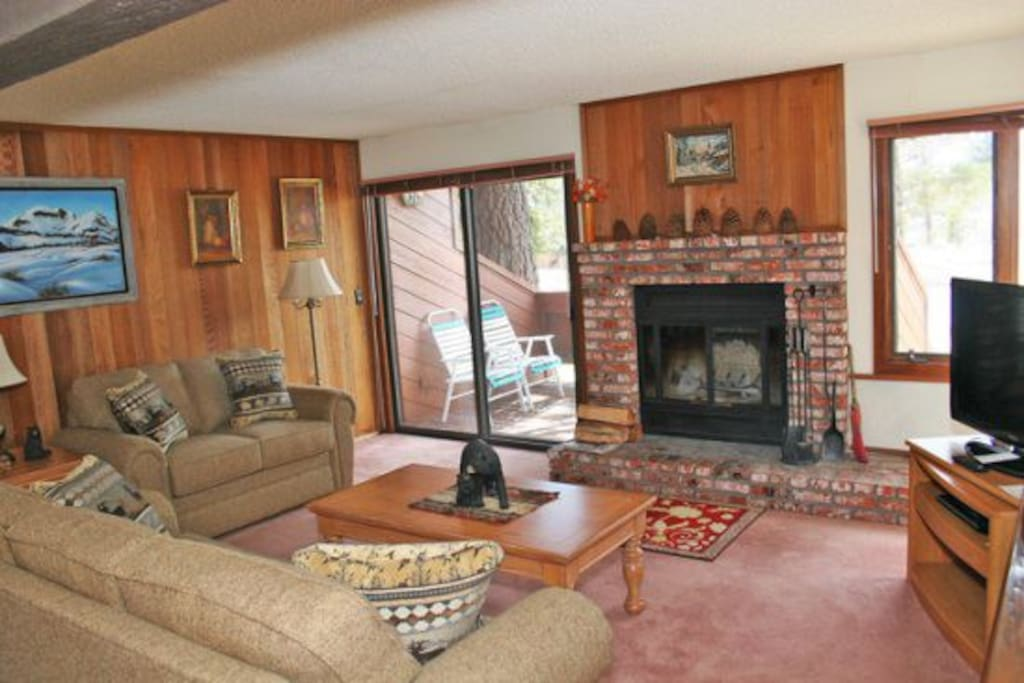 Mammoth Lakes Condo Rental Sunrise 6 - Comfortable Living Room with Queen Sofa Sleeper