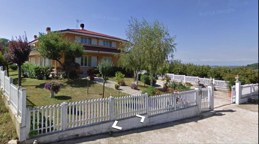 Villetta per coppie o famiglie - Serravalle Langhe - Hus