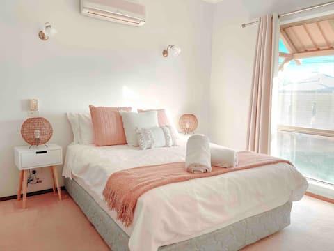 Comfy 3 BR, 2BA House - Clean & Central