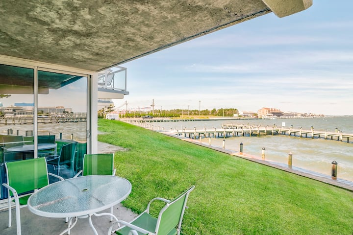 Bayfront 2 Bedroom, Boat Dock, Amazing View!!!