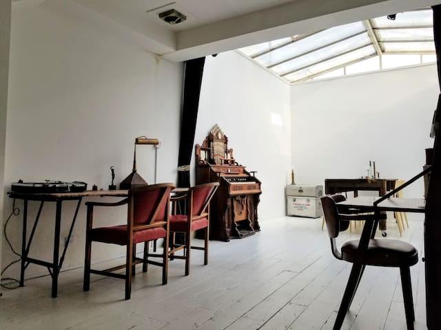 Charming Unique Artist's Loft/Studio Home.
