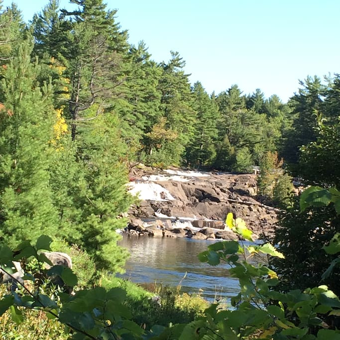 Sound of the waterfall from the yard and open windows and a few steps from the house you can view the falls.