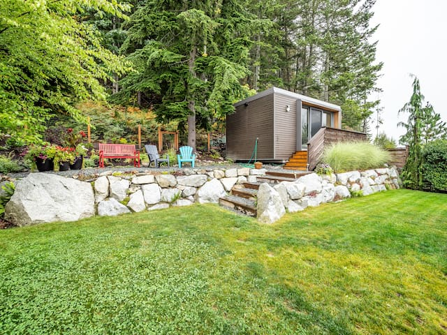 Gorgeous Squamish Cottage