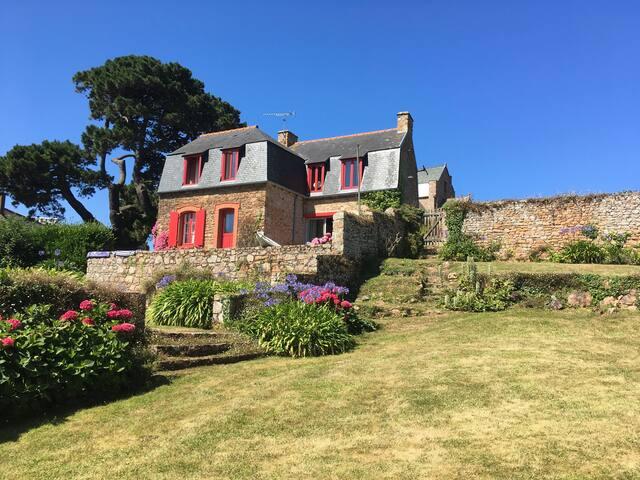 Île de Bréhat : jolie maison avec vaste jardin