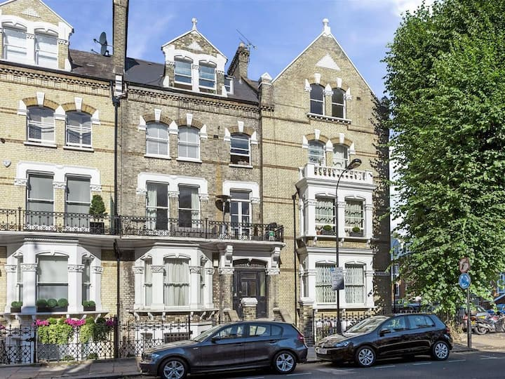 Large tranquil one-bed Flat with Garden views