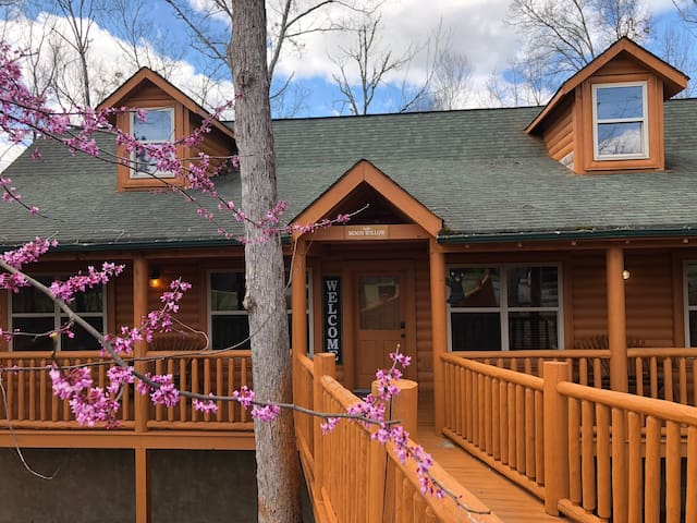 Moon Willow - one level cabin with 2 master suites