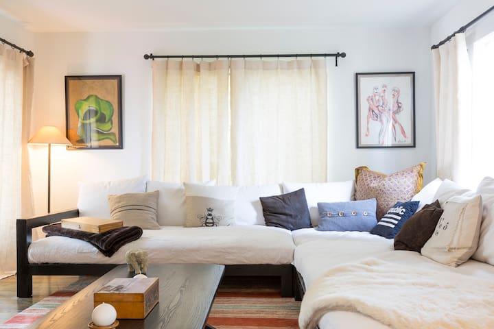 2 Bedroom Best Location with Garden