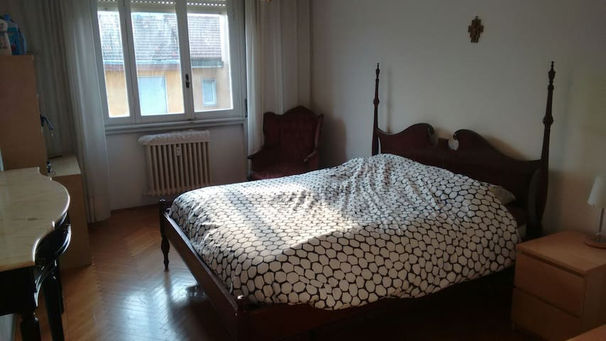 Single Room with Double Bedroom - Milano - Hus