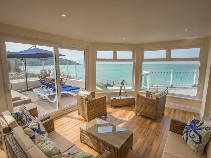 On the Beach - Newly Renovated - Exceptional
