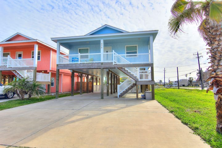 Blue Fin Beach House: PRIVATE POOL, Close to the Beach/Town, Golf Cart Access