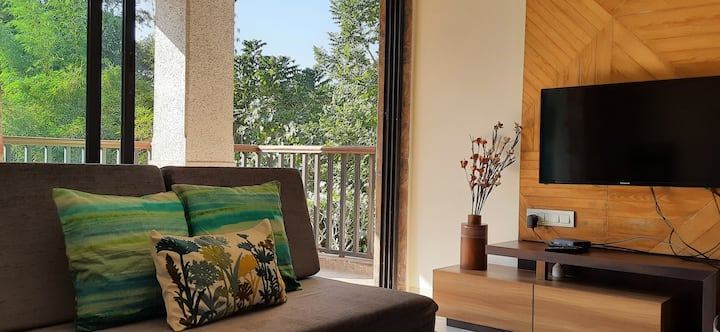Charming,luxury,cosy1BHK w spacious deck in Alibag