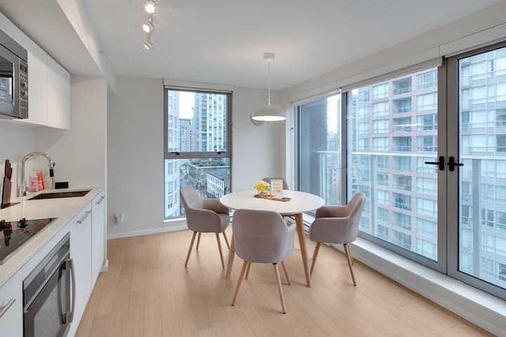 HighRise Central Comfortable 1 Bed Apt-Wifi/Gym