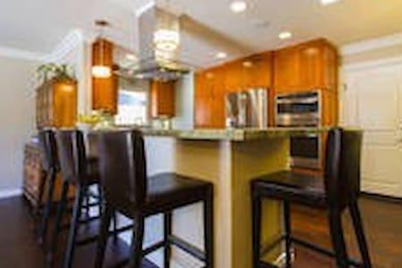 Master/Cozy Bedrooms-Beach & Breakfast - Huntington Beach