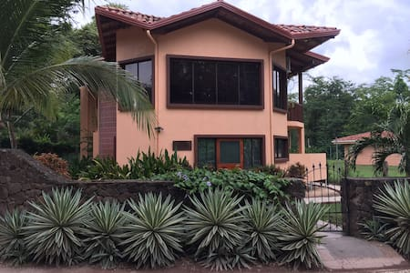 Casa Grande in Palm Beach Estates - Playa Grande