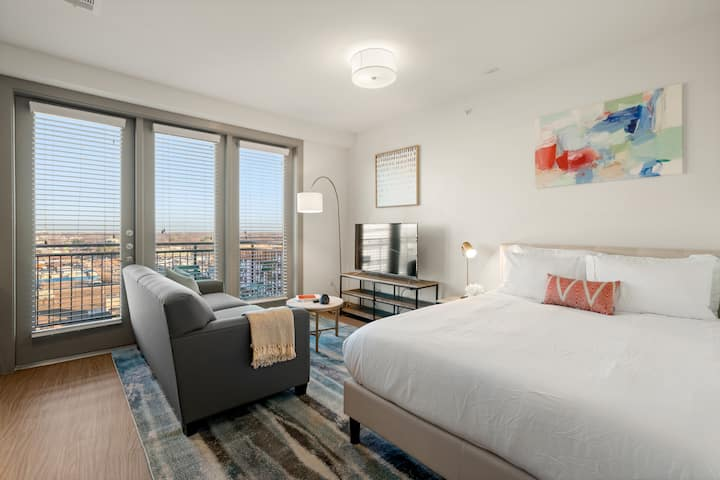 Kasa Arlington Studio | Balcony + Pool Access | Near UTA