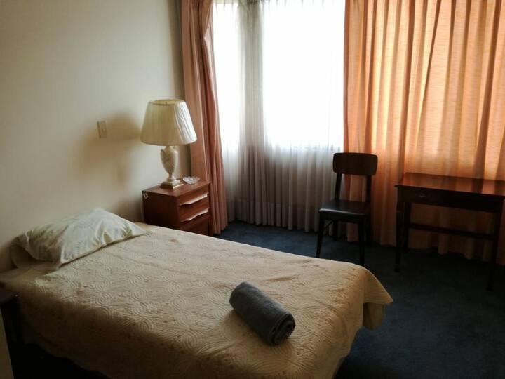 Single comfy bedroom close to San Miguel