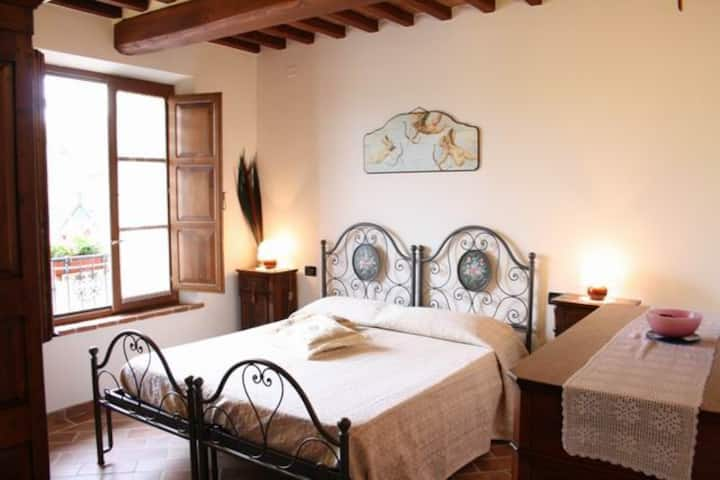 Traditional Tuscan 4 bed farmhouse with pool