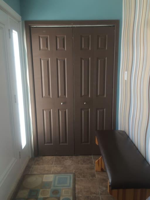 Hall d'entrée, grand garde-robe