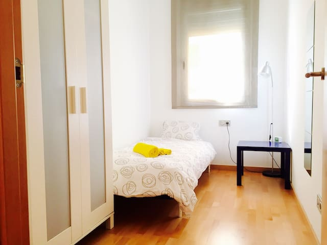 大きく綺麗な快適ハウス。Big comfortable house - Barcelona - Apartemen