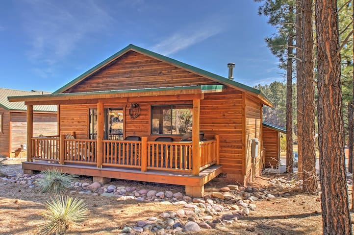NEW! Cozy 2BR Show Low Cabin - Minutes From Lake!