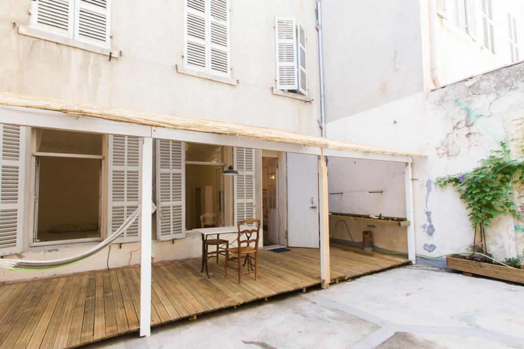 Appart avec terrasse proche de la canebi re appartements for Location appartement marseille terrasse