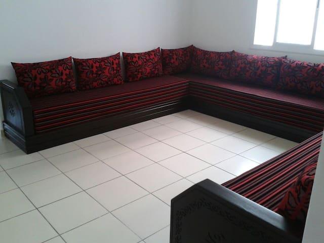 Bel appartement meublé pour familles uniquement