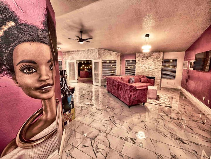Barbie Dreams * Movie Theater * Pool * Game Room!!