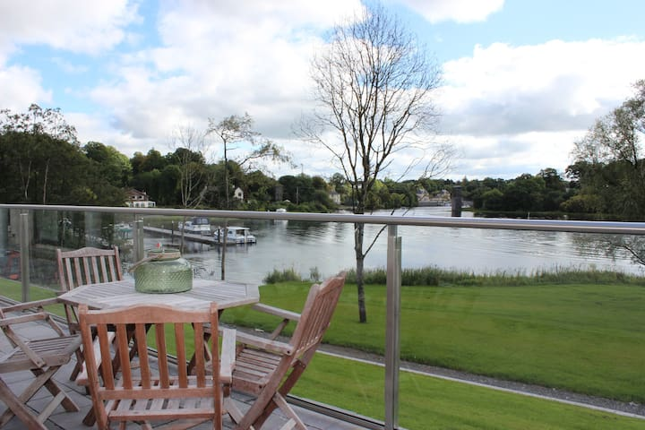 Lakeside 2 Bed Apartment on shore off Lough Erne