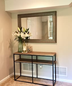 Remodeled Suite 1 Mile From Marietta Square
