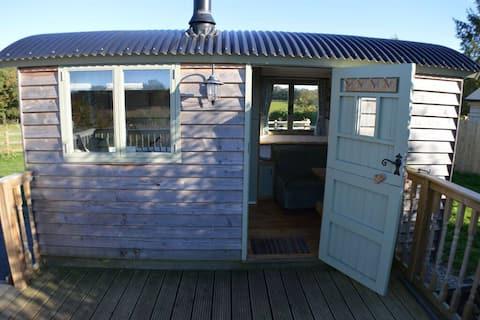 Rose Hut Beautiful Shepherds Hut with Hot Tub