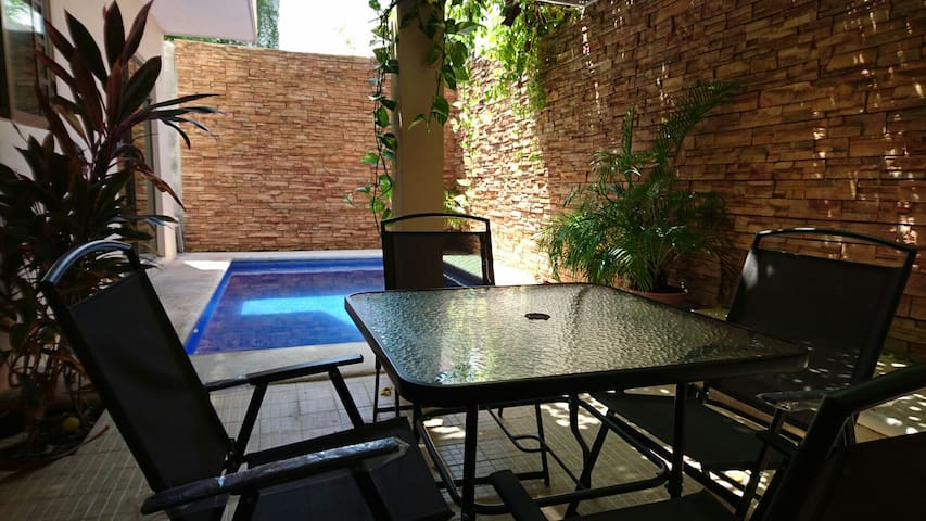 Mike's Downtown room w/ AC, Pool. - Cancún - Appartement