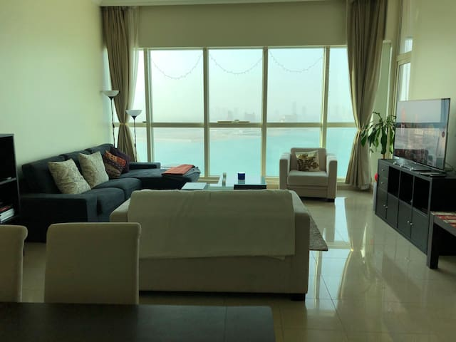 Double bedroom with private bathroom in West Bay
