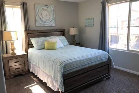 Queen Bedroom/accessable amenities