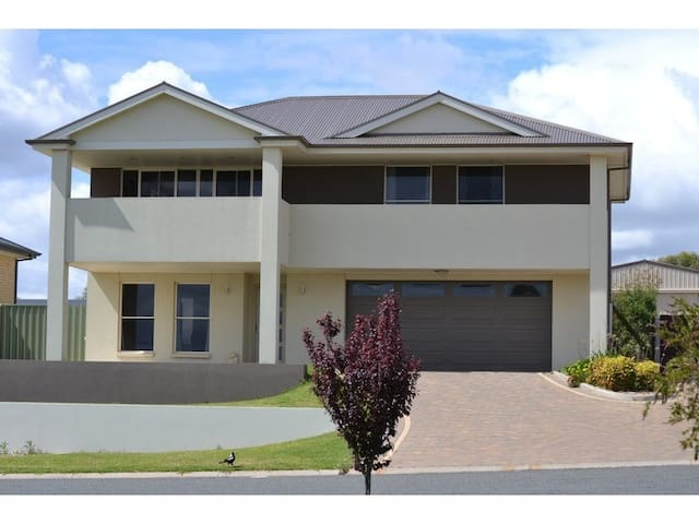 Work or play? 24QL Large home metres from Murray