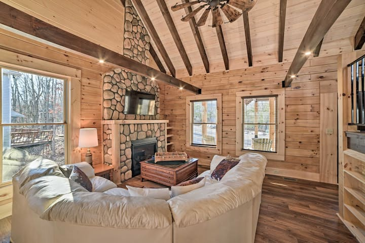 NEW! Custom Log Cabin - 1 Mi to Massanutten Resort