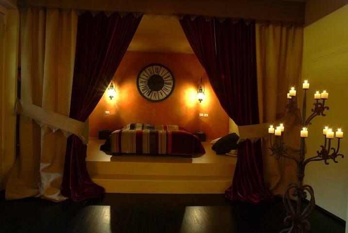 Camera da letto di sera/notte
