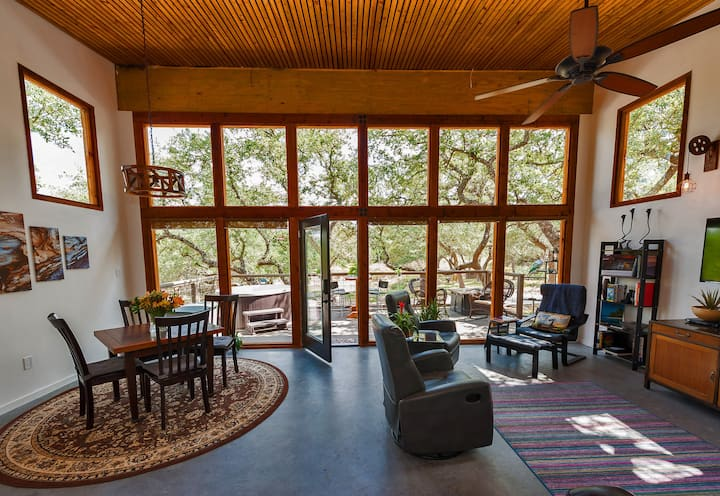 Windmill Ranch - Fine Quality Lodging on 11 Acres