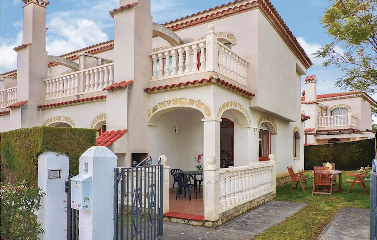 Terraced house with 3 bedrooms on 88 m² in Miami Platja