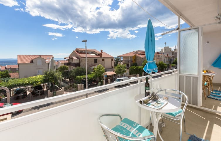 Apartment with seaview only 100m from the beach