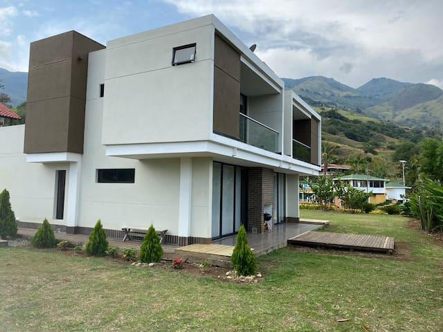 La Orellana-copacabana- close to medellín