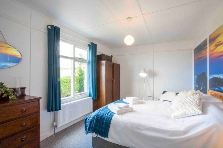 Double bedroom 2 with sea views