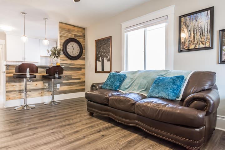 ★UNWIND HERE!!★PRIME location to downtown Provo★0