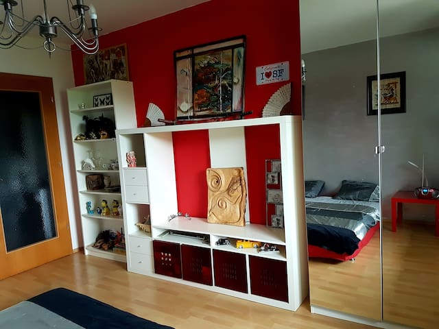 Sunny rooom 20 min to the city centre+private wc