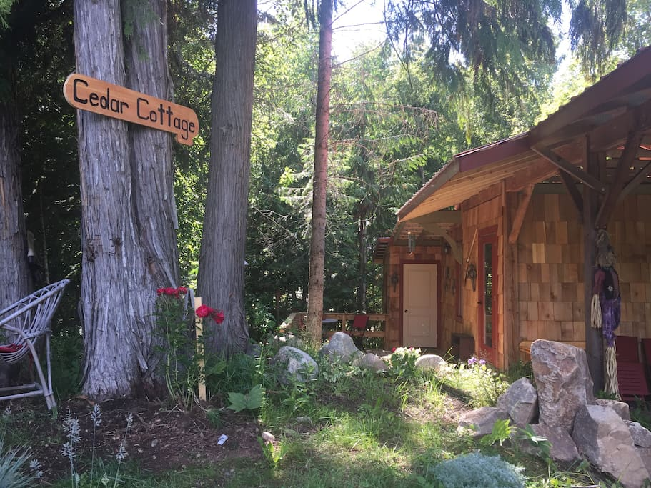 Private and cozy Cedar Cottage